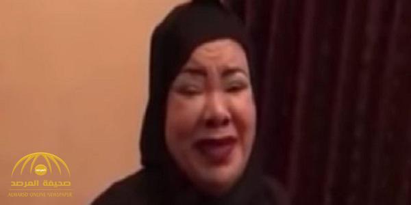 """بالفيديو : الفنانة الشعبية  """"أم عائض"""" تناشد الملك سلمان لعلاج زوجها ..إليك تفاصيل  قصتها !"""