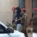 شاهد: لحظة القبض على الأمير السعودي المعتدي على مواطنين واقتياده لمركز الشرطة