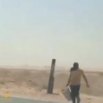 شاهد بالفيديو : مواطن يضبط عمال يصطادون الأسماك من مياه الصرف الصحي في الدلم