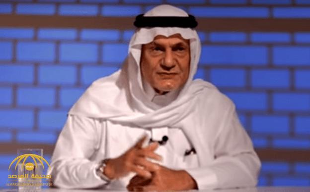 """بالفيديو : """"الأمير تركي الفيصل"""" يروي قصة """"الدش البارد"""" وتغيبه عن المدرسة .. ورد فعل والده الراحل!"""