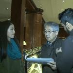 شاهد: ياباني وابنته يرددان النشيد الوطني السعودي.. وهكذا جاء ردة فعل لاعبي الهلال!