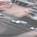 الوكالة الفرنسية تبرز تفاصيل مقطع فيديو لموكب رسمي تعثر في سيول جدة !- فيديو