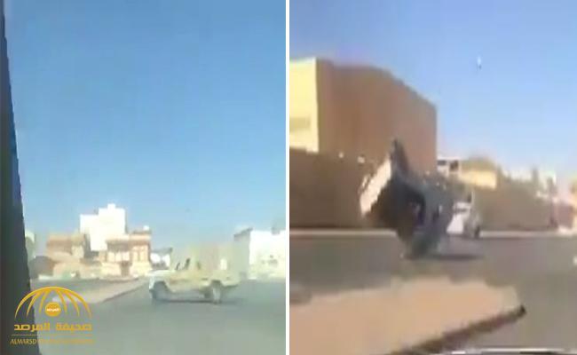 """بالفيديو .. شاهد وصلة تفحيط  بـ""""جيب شاص""""تنتهي بكارثة !"""