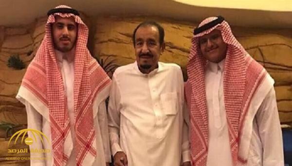 بعيداً عن البروتوكولات .. شاهد :حفيدا الملك سلمان يلتقطان صورة عفوية معه