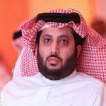 كاتب هلالي يثير غضب جماهير النصر بتغريدة .. ومغرد يرد : أنت تبني يا معالي الوزير وهذا الشخص  يهدم!