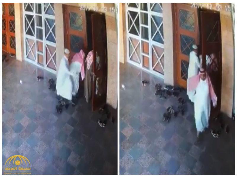 شرطة الرياض تطيح بـ٧ وافدين كونوا تشكيلاً عصابياً لنشل المارة والمصلين في المساجد – فيديو