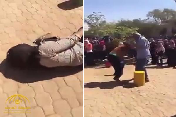 """بالفيديو .. رئيس جامعة سودانية """"غاضب"""" يعتدي على الطالبات بالضرب والصفع  !"""