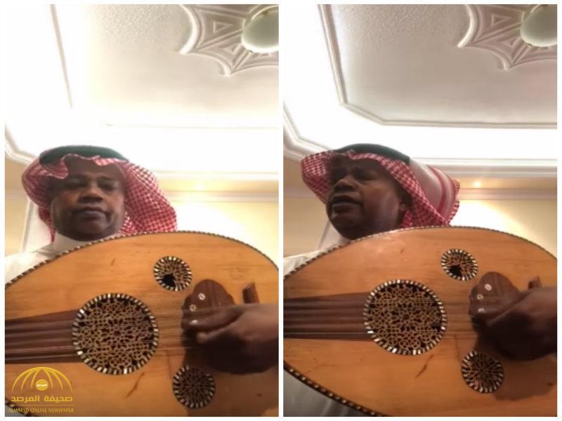 """شاهد.. سعيد العويران يتحول إلى عازف عود  ومغني بعد موافقة """"تركي آل الشيخ"""" إقامة حفل اعتزال له"""