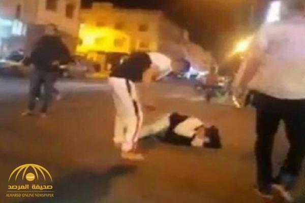 فيديو جديد يهز المغرب .. رجل يضرب زوجته بآلة حادة في الشارع