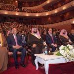 """شاهد.. صورة """"ولي العهد"""" أثناء حضوره مسرحية في مصر تعيد الذاكرة لصورة مماثلة للملك عبد العزيز قبل 72عاما!"""