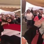 """شاهد .. ناخبات مصريات يرقصن على أنغام أغنية """"قالوا إيه"""" أمام لجان التصويت بالكويت"""