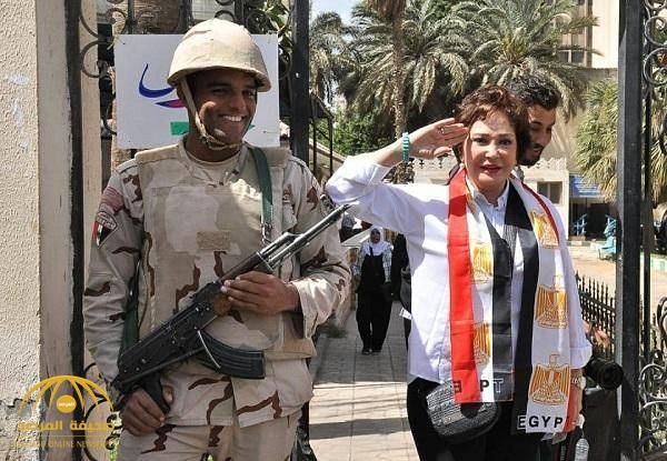 بالصور : فنانو مصر يدلون بأصواتهم… لمن صوتوا في الانتخابات الرئاسية ؟