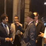 شاهد .. ردة فعل دبلوماسي قطري حينما وجد نفسه محاصراً بأسئلة الناشطين عن موقفه تجاه جماعة الإخوان!