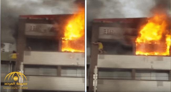 شاهد.. امرأة تقفز من الطابق الخامس هربا من الحريق في تركيا