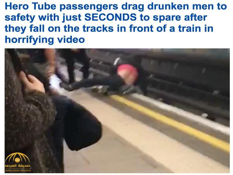 مقطع فيديو صادم لشابين يتصارعان على حافة مسار قطار بلندن.. وهكذا انتهى المشهد!