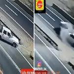 فيديو : شاهد .. حادث تصادم مروع وإصابة 6 طلاب في محايل عسير