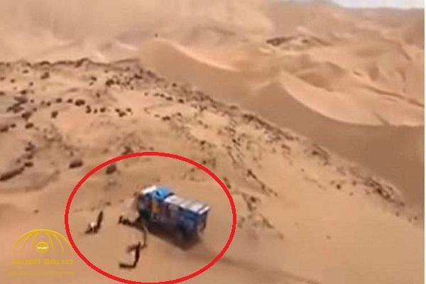 """شاهد .. سائق روسي يدهس بشاحنته العملاقة """"متفرجا""""  في رآلي داكار"""
