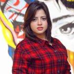 """خرجت عن صمتها.. أول تعليق للممثلة المصرية """"منى فاروق"""" بعد الفيديو الإباحي مع مخرج شهير!"""
