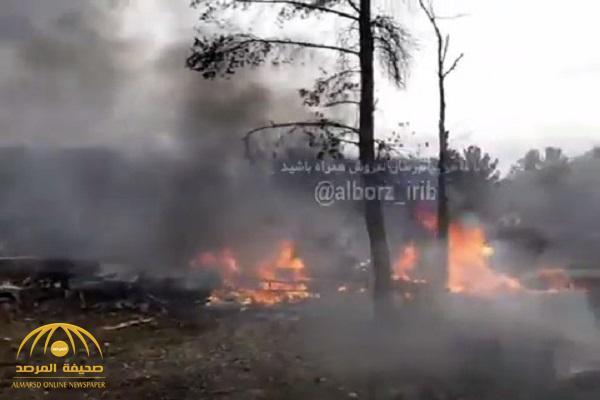 شاهد .. أول فيديو لحظة تحطم طائرة في منطقة سكنية غرب طهران