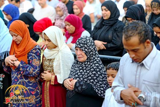 بالصور شاهد اختلاط الرجال والنساء في صلاة عيد الأضحى بمصر صحيفة