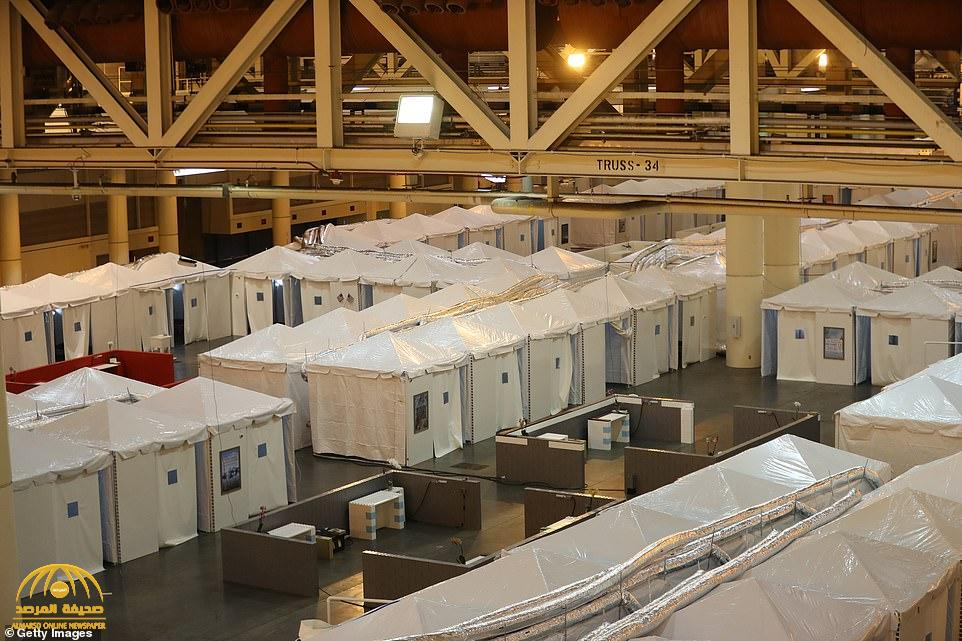 شاهد بالصور : أمريكا تنصب أعداد ضخمة من الخيام داخل مركز للمؤتمرات لاستقبال المصابين بكورونا