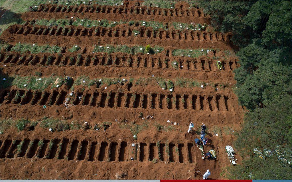 استعداداً للأسوأ .. شاهد بالصور : البرازيل تحفر مقابر جماعية ضخمة  لدفن ضحايا كورونا
