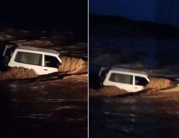 شاهد .. سيل وادي الحنو يجرف سيارة بداخلها السائق شمال ينبع