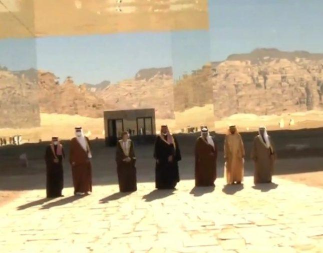 شاهد.. صورة تذكارية لقادة ورؤساء وفود دول الخليج أمام قاعة مرايا