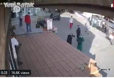 الاعتداء على إمرأة محجبه