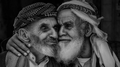 Photo of صورة لمسنين يمنيين تفوز بجائزة أفضل صورة في العالم  .. شاهد الصورة