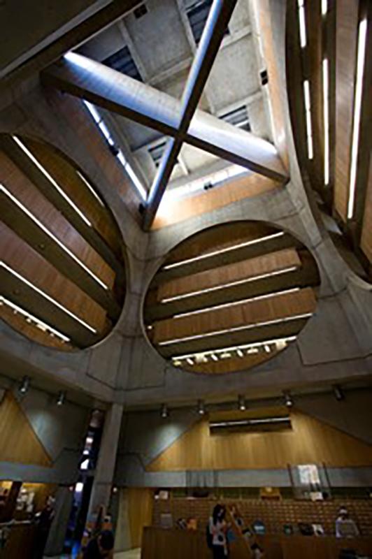 مكتبة أكاديمية فيليبس إكسترمن تصميم لويس كان