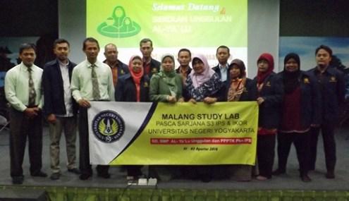 Mahasiswa Program Doktor Universitas Negeri Yogyakarta (UNY) bersama Kepala Sekolah dan wakilnya di Auditorium Sekolah Unggulan AL-YA'LU Malang
