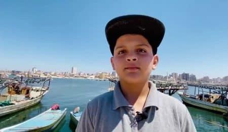 عبد الرحمن يغني الراب في غزة