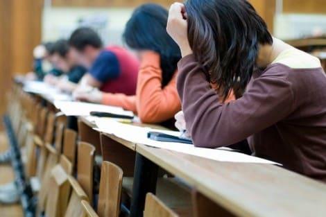 الامتحانات الجامعية
