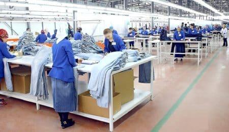 مصنع للنسيج والألبسة