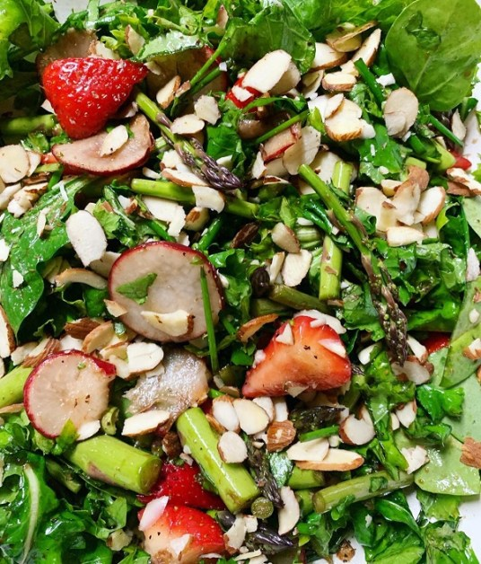 spring salad with almonds