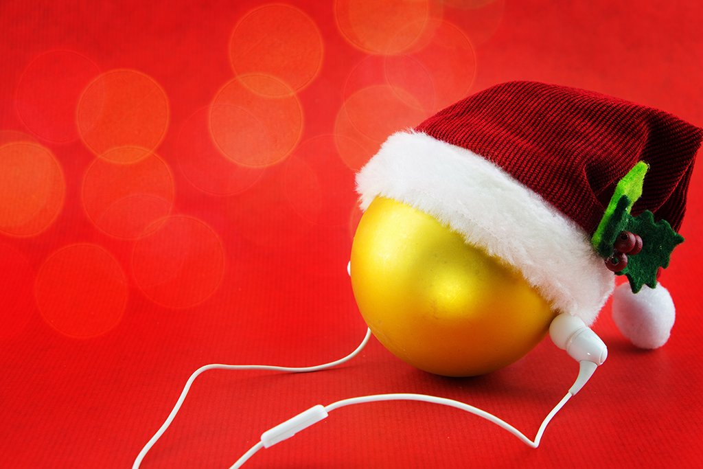 Heading to see Christmas lights or to a family member's house for the holidays? Use this Alabama Christmas playlist to elevate your trip! #alabama #christmas #playlist #holidays #tunes #music #roadtrip