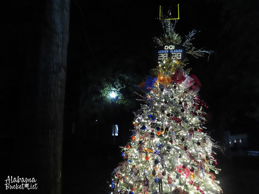 There are so many options to celebrate Christmas in Huntsville. Tinsel trees, lights, lattes, and more will get you in the holiday spirit! #christmas #holidays #huntsville #alabama #sweethomealabama #travel
