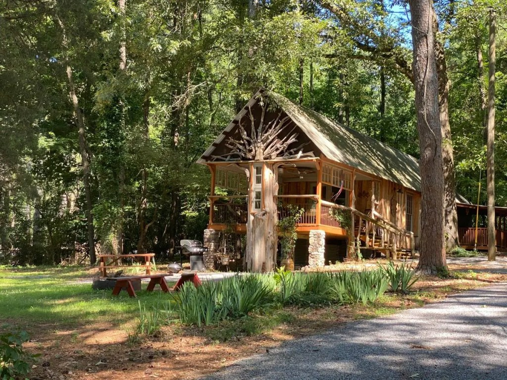 Looking for extraordinary accommodations? These are quirky Airbnbs in Alabama that you must book for a most unique, bucket list experience! #airbnb #alabama #accommodations #alabamabucketlist #travel