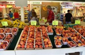 Clanton's Peach Park has emerged as a tourist destination. (Karim Shamsi-Basha/Alabama NewsCenter)