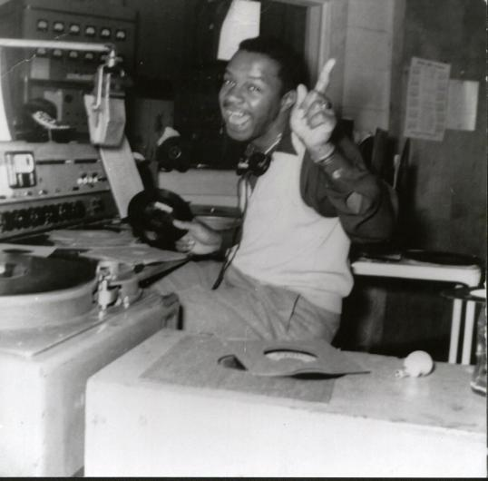 """Bruce Payne hosts his """"Flying Saucers"""" show on WBCO-AM 1450 in 1953. (contributed)"""