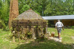 Tom Jones Pottery (Mark Sandlin/Alabama NewsCenter)