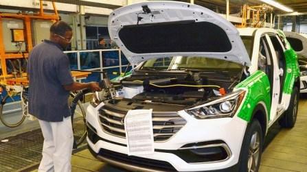 Workers at Montgomery's Hyundai plant produce the Santa Fe. (Hyundai)