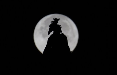 The supermoon behind the Statue of Freedom atop the U.S. Capitol Dome in Washington, D.C. (Joel Kowsky/NASA)