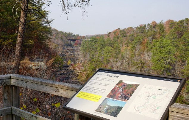 The Little River Canyon scenic drive at the Little River Falls Overlook. (Erin Harney/Alabama NewsCenter)