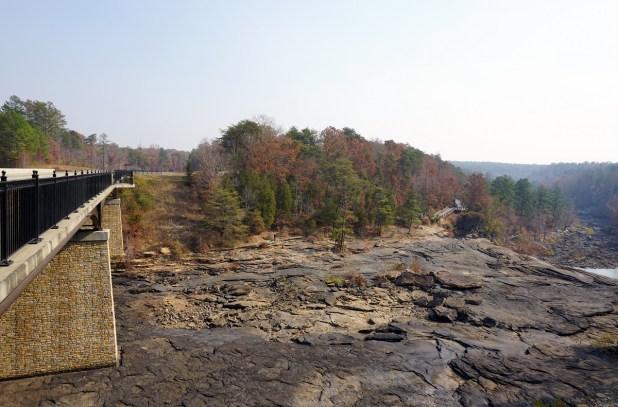 Little River Falls Overlook and Bridge. (Erin Harney/Alabama NewsCenter)