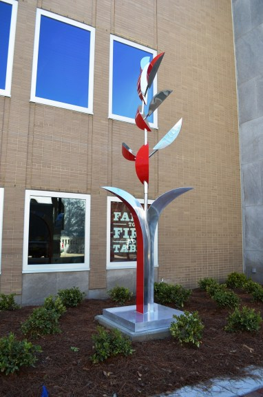 """""""Spire"""" is the new kinetic sculpture by New Orleans artist Lin Emery that was installed outside the Birmingham Federal Reserve Building. (Michael Tomberlin / Alabama NewsCenter)"""