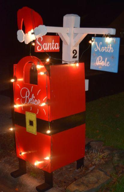 Santa stops here. (Donna Cope / Alabama NewsCenter)