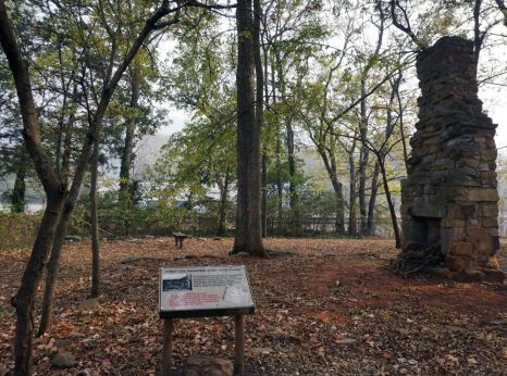 Fort Payne cabin site. The cabin originally belonged to Cherokee John Huss, but it was seized by federal troops and the land was used as a removal fort during the Cherokee relocation. (Erin Harney/Alabama NewsCenter)