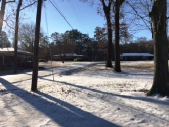 Saturday morning finds Hueytown under a blanket of snow. (Joan Burleson/Alabama NewsCenter)
